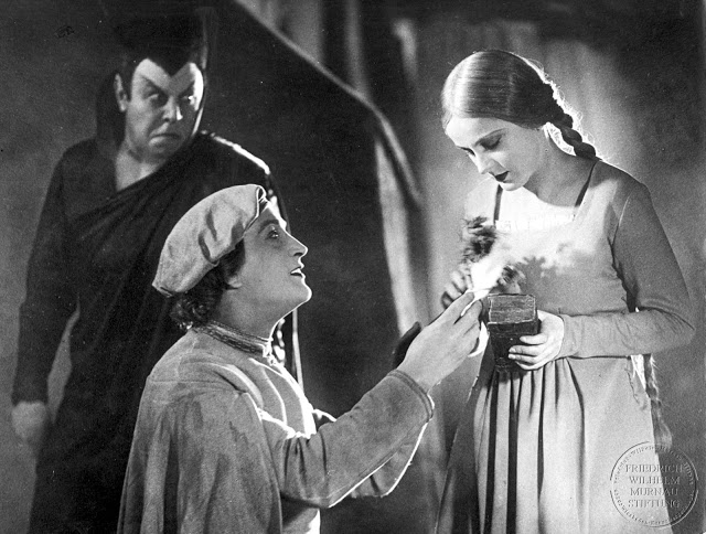 https://europaresa.files.wordpress.com/2013/06/4cddc-faust_murnau.jpg