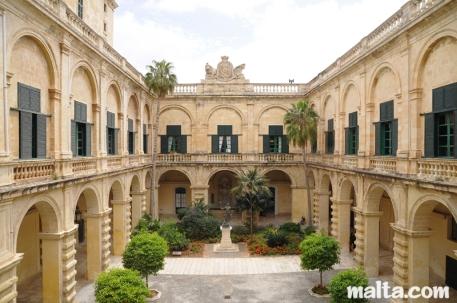 malta grandmaster-palace-in-valletta