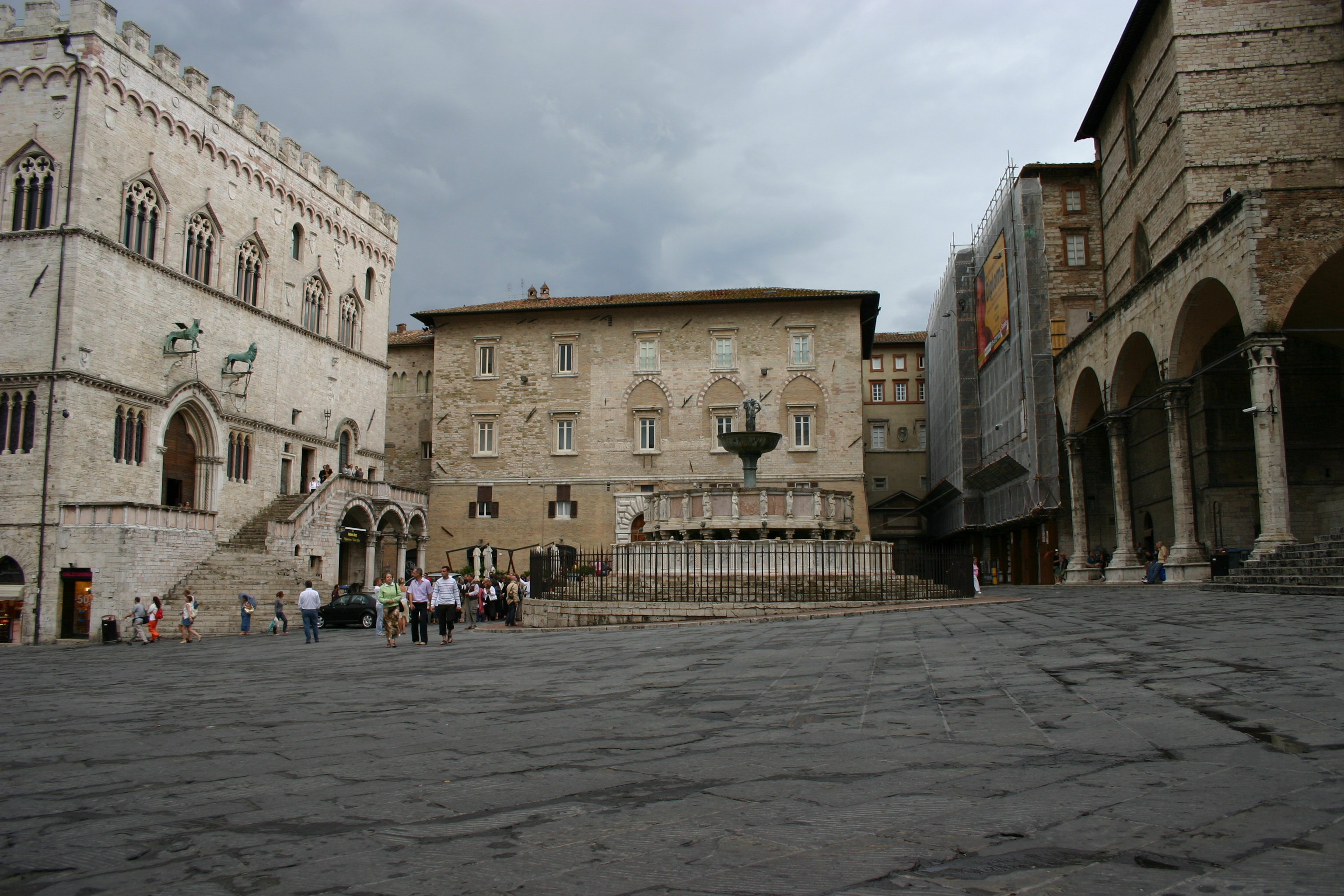 Perugia fr n edinburgh till istanbul for Arredare milano piazza iv novembre