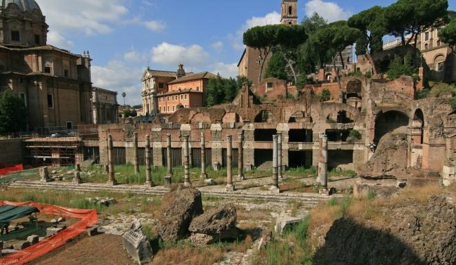 31 Forum_of_Caesar_Rome.jpg